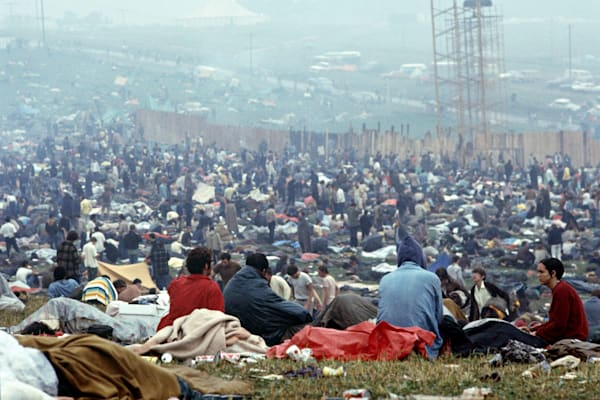 038 Woodstock crowd
