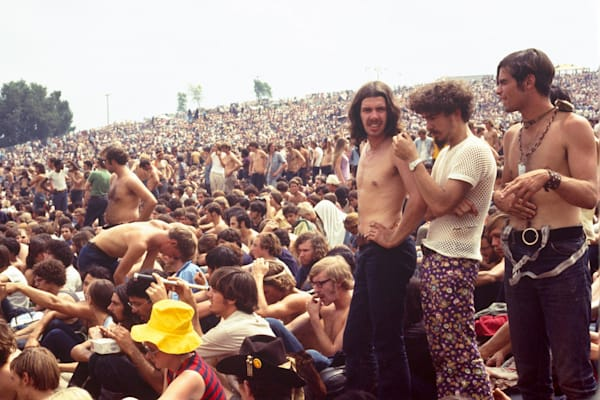 037 Woodstock crowd