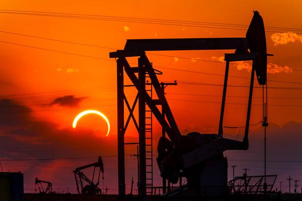 Sun and Moon meet in Texas