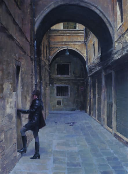 figure in dark alley venezia