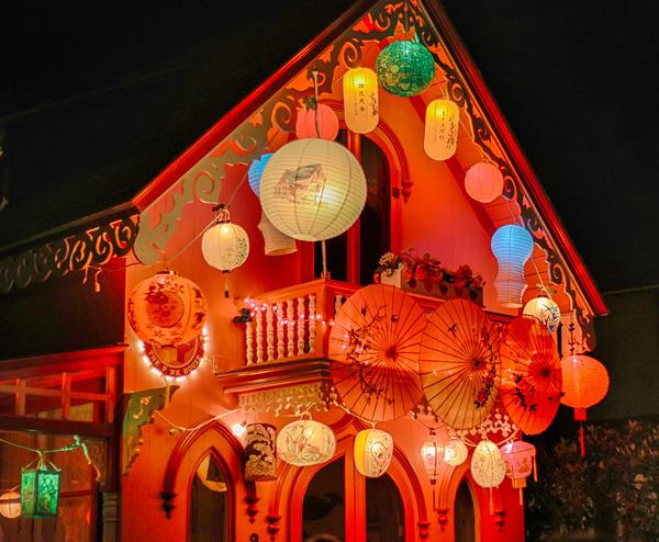 """Pink House"" Gingerbread Lanterns"