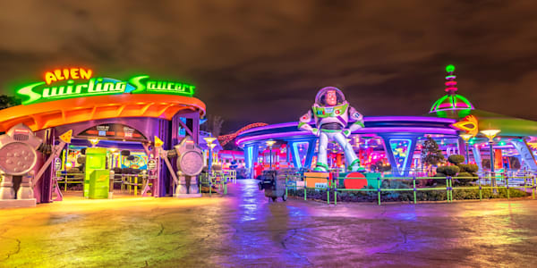 Buzz Swirling Saucers - Pictures of Toy Story Land | William Drew Photography