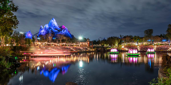 Rivers of Light Everest - Expedition Everest Pictures | William Drew Photography