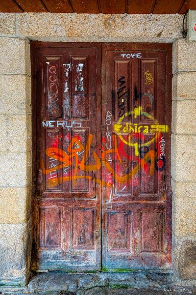 door, old, Lugo, Spain, graffiti
