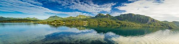 Award-winning photographer Vincent DiLeo photographed this stunning panorama of Tahiti.