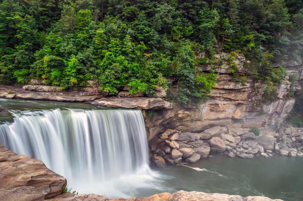 The Slow Drop at Cumberland Falls