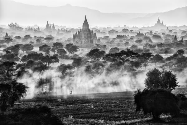 Entardecer e por do sol sobre Bagan, visto da pagoda de Pya-Tha-Da, Bagan, Myanmar