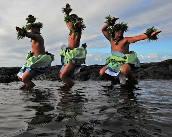 Hula men 3 in water