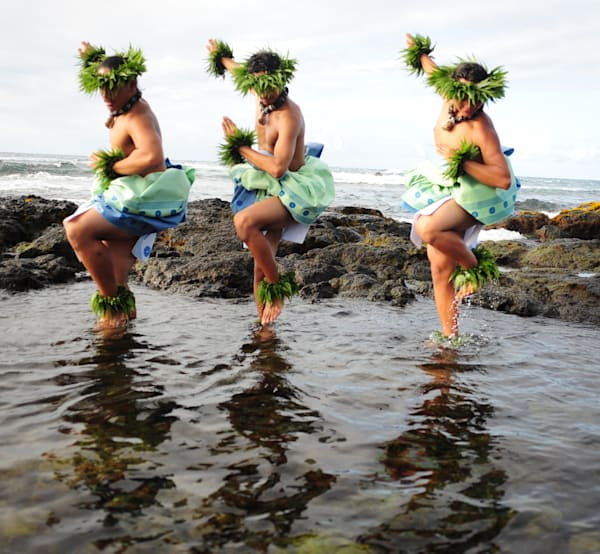 Hula men 3 in water 2