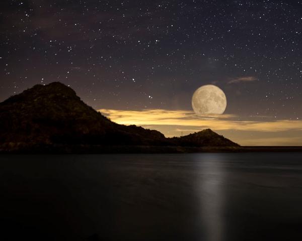 Moon Rise over Quartz Moutain