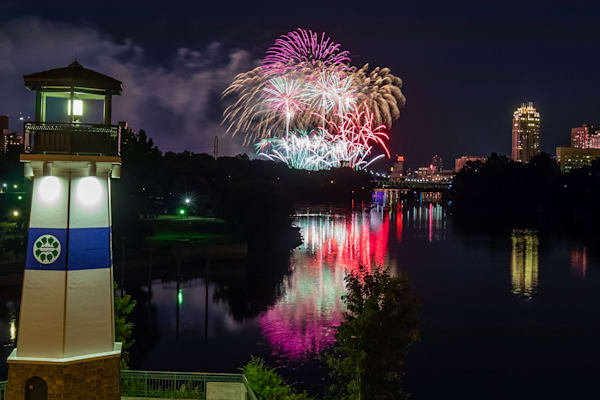 2019 Aquatennial Fireworks 4 - Photos of Minneapolis Minnesota | William Drew
