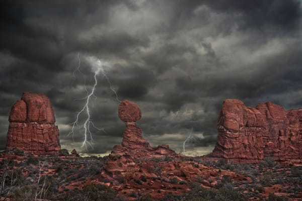 Desert Thunder-Balanced Rock