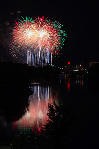 2019 Aquatennial Fireworks Finale - Minneapolis Photos | William Drew