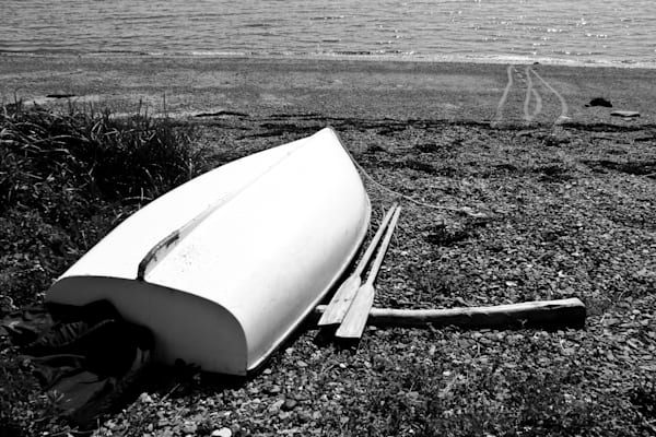 Monochrome Rowboat On Maine Beach Photography Art | TONYGRIDERIMAGES.COM