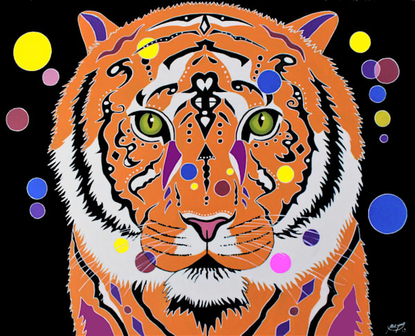 The tiger is an incredible animal, beside his beautiful fur, it hunts, climbs trees and swims.