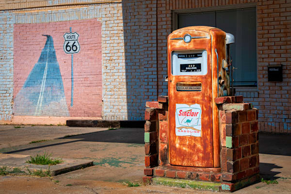 Route 66 Sinclair fuel pump