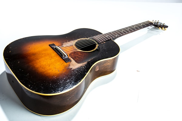 402.1834 Gibson J45 In Color