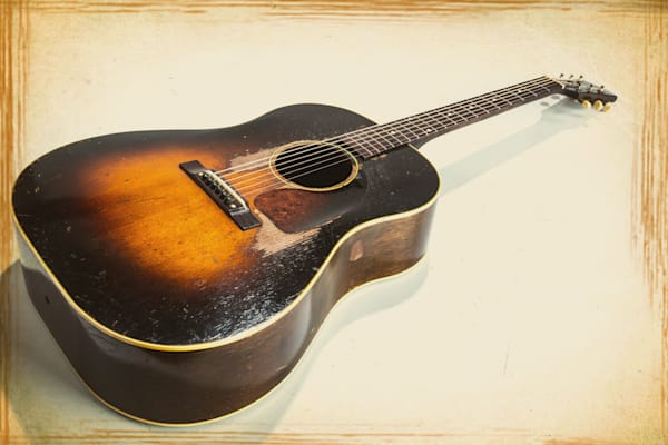 405.1834 Gibson J45 In Color