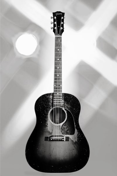 452.1834 Gibson J45 In Black and White