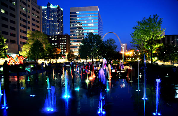 Night View of Splash Fountain at Citygarden