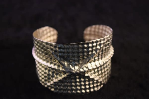 HAMMERED HOLLOW ROUND BANGLE