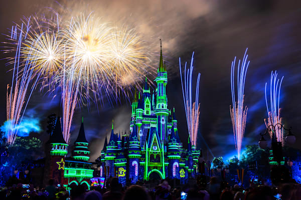 Minnie's Wonderful Christmastime Fireworks Green Castle - Disney Prints