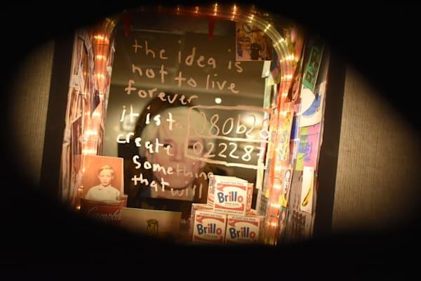 Warhol light box 2 gcyb4e