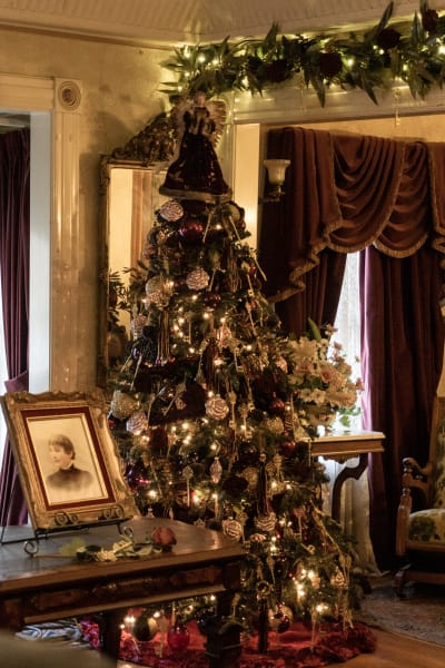 Victorian Holiday Tree 1