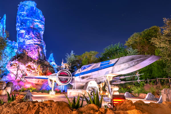X-Wing Fighter at Batuu - Galaxy's Edge Pictures | William Drew Photography