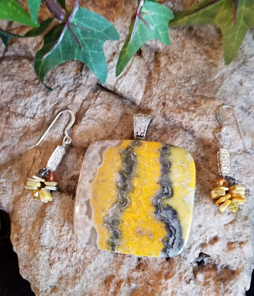 LMuraski-bumble-bee