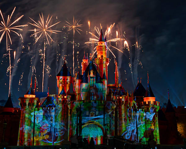 Mickey's Mix Magic with Fireworks Goofy - Disneyland Images