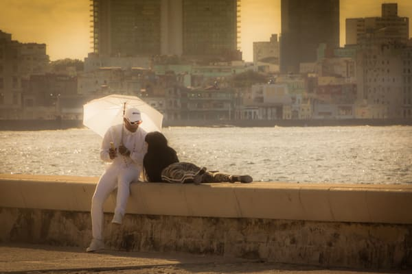 Couple On The Malecon Photography Art   Robert Leaper Photography