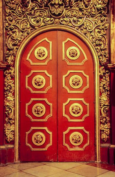 gold door cuba