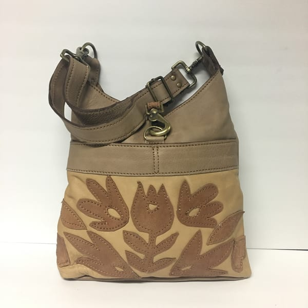 Medium Leather Bag in Tan
