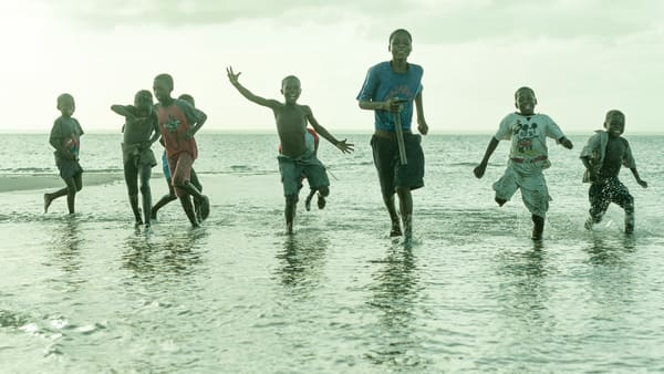 Bengeura beach kids - collectevely running