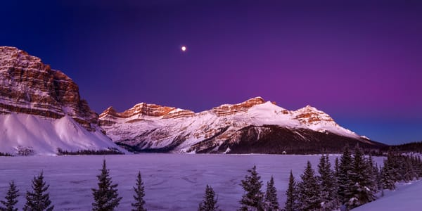 Bow Lake as the moon sets. Canadian Rockies|Banff National Park|Rocky mountains|