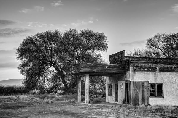 Abandoned Gas Station, Thrall, Washington, 2013