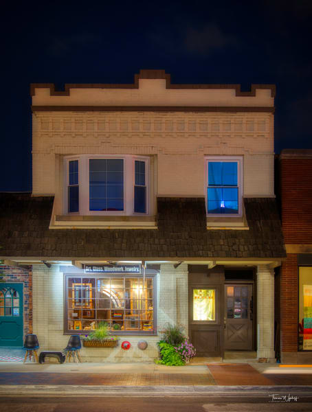 Blue Window, Wheaton, Illinois, 2020. Photograph by Thomas Wyckoff.
