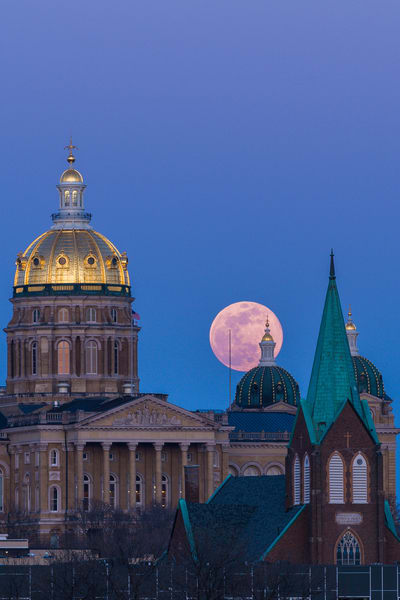 Pink Supermoon Over Capitol #1 Photography Art | Happy Hogtor Photography