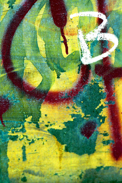 Abstract Yellow B Graffiti Fine Art Print – Sherry Mills