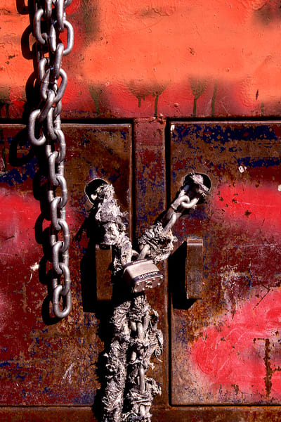 Graffiti And Chains NYC Photography – Sherry Mills