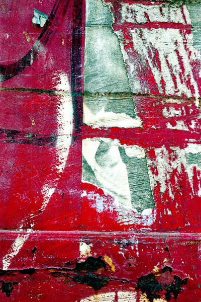 Abstract Expressionist Red NYC Closeup Print – Sherry Mills