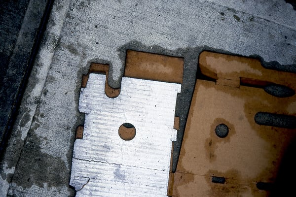 Produce Boxes Abstract NYC Sidewalk Fine Art – Sherry Mills