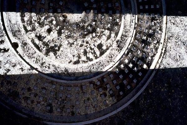 San Diego Abstract Manhole Fine Art Print – Sherry Mills