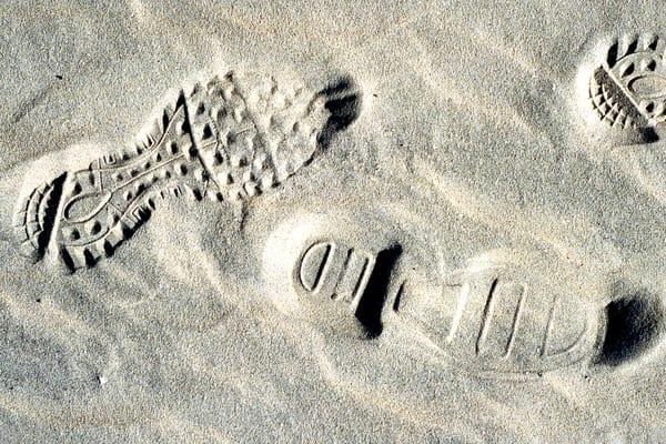 Sandy Beach Abstract Footprint Fine Art – Sherry Mills
