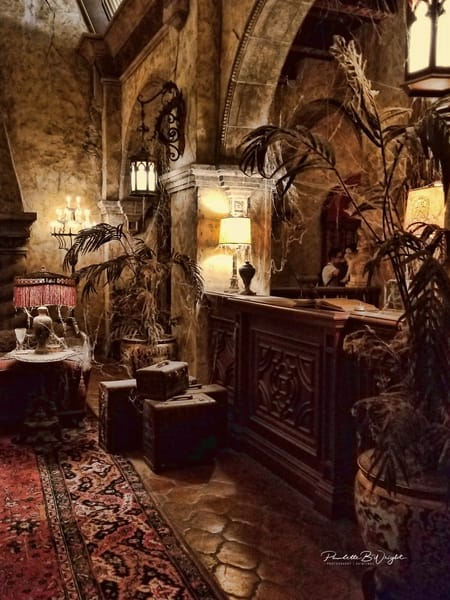Creepy Checkin Desk at Tower of Terror! Will You Get Out Alive??!!