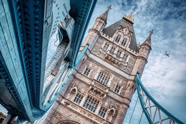 Flying Past Tower Bridge Art   Martin Geddes Photography