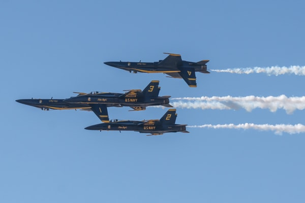 Blue Angels Double Farvel Formation