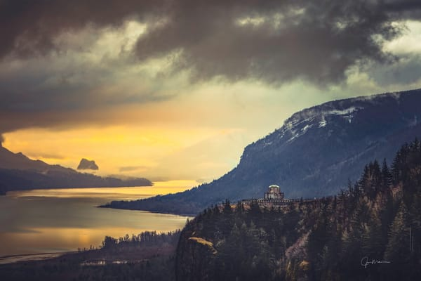 Vista House on the Columbia River in Oregon
