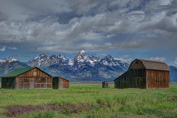 Farm House and Barn at Mormon Row Grand Tetons